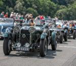 Die teilnehmenden Fahrzeuge sind teilweise zwischen 60 und 85 Jahre alt.