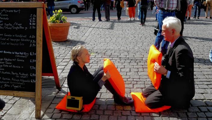 Auch in der Rosenheimer Fußgängerzone gab es eine Performance. Foto: Jacobi