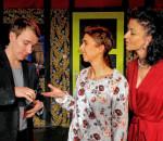 Die Theaterspieler agieren bei dem Stück mit hohem Tempo. Foto: Margrit Jacobi
