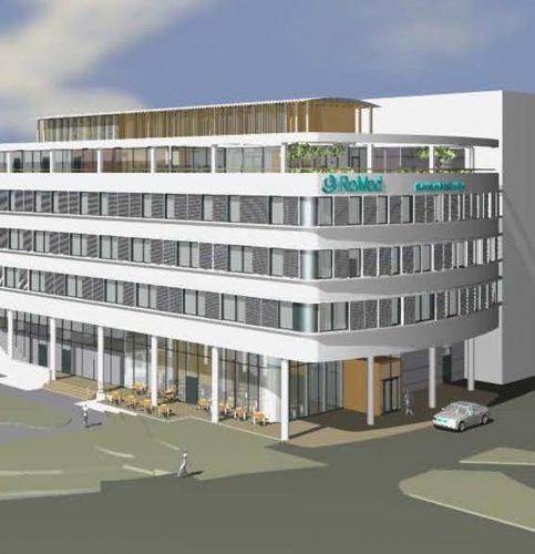 So wird das neue Bettenhaus V des RoMed Klinikums in Rosenheim aussehen. Für die Klinikkapelle wurde das oberste Stockwerk eigens auf den Einbau der Fenster von Karl Prokop zugeschnitten.