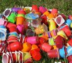 Schön bunt, aber vielfach nicht abbaubar: Plastikverpackungen stehen im Fokus von Naturschützern und Gesundheitsexperten.