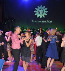 """Beschwingter Abend beim """"Tanz in den Mai""""."""