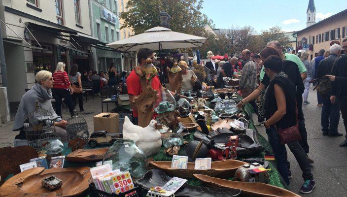 Wer das Besondere sucht, ist beim Antik- und Trödelmarkt in Bad Aibling genau richtig. Foto: re