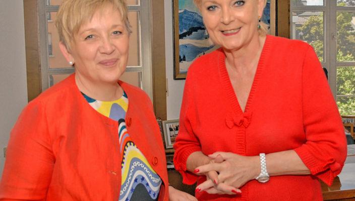 Regierungspräsidentin Brigitta Brunner, links, zu Besuch bei Oberbürgermeisterin Gabriele Bauer. Foto: re