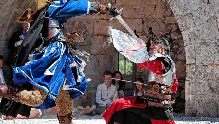 Faszinierende Stunt-Shows ziehen die Zuschauer in ihren Bann. Foto: Peter Seger / DOC / www.ritter-fest.at