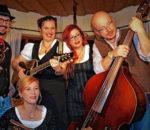 """""""Mir san Kupfadache und mia machan IndieVolXmusi""""- so beschreiben sich die fünf Musiker aus Rosenheim und dem Chiemgau."""