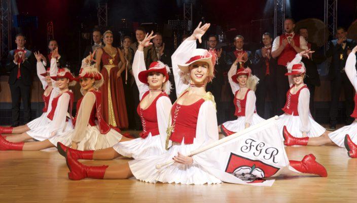 Einen perfekten Gardemarsch legten die jungen Damen von der Faschingsgilde Rosenheim aufs Parkett.