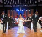 Einen unvergesslich schönen Abend hatten die diesjährigen Debütanten-Paare beim Rosenball im Rosenheimer KU'KO. Foto: Ken Liu