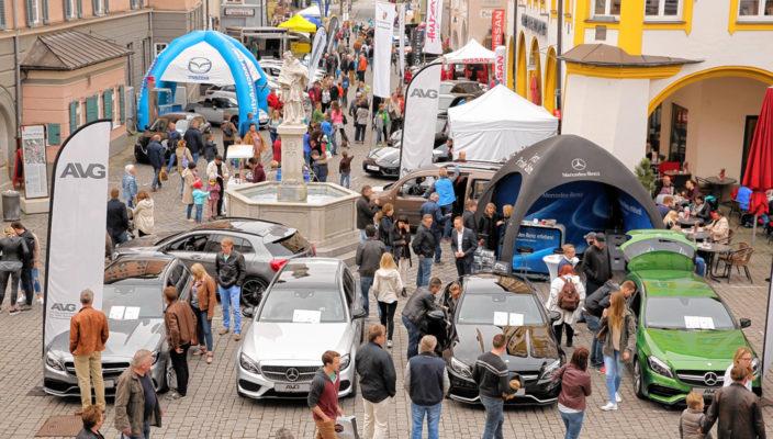 """Der Autosalon im Herzen von Rosenheim: Auch heuer sicherlich wieder ein Publikumsmagnet bei """"Rosenheim in Bewegung"""". Foto: Schlecker"""