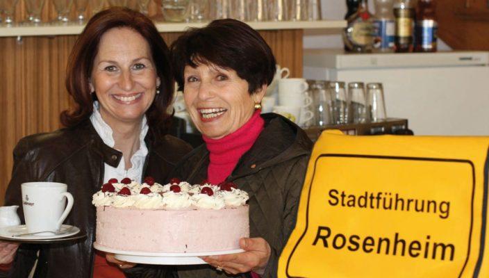 Die Stadtführerinnen Karin Wiesböck und Brigitte Schwaighofer freuen sich auf einen barrierefreien Stadtspaziergang mit einem gemütlichen Ausklang.