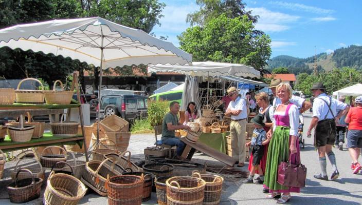 Viel Schönes gibt es auf dem Markt in Sachrang zu entdecken. Foto: re
