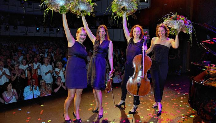 Solistisch virtuos arrangiert Salut Salon in ihren Programmen klassische Musik, Tango Nuevo, Folk, Filmmusik sowie eigene Chansons ganz neu. Foto: Thomas Meyer