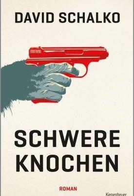 """Schwere Knochen"""" ist die Geschichte von Ferdinand Krutzler, der insgesamt elfmal wegen tötlicher Notwehr freigesprochen wurde. Er hatte mehr Feinde als Freunde. Aber eine Geliebte. Diese küsste er nur einmal. Viele sagten, das sei sein Untergang gewesen."""
