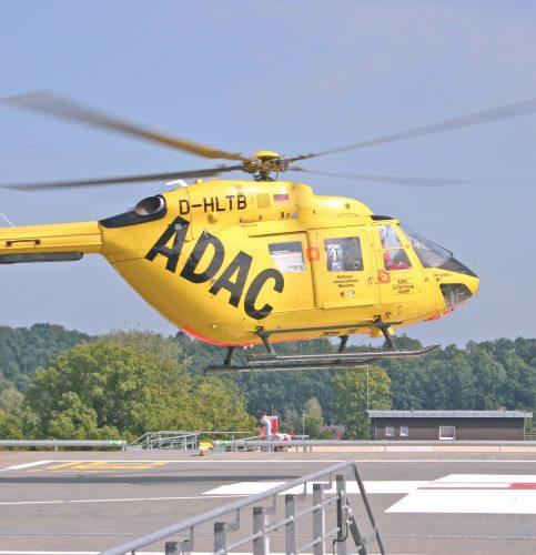 Das neuroradiologische Interventionsteam macht sich per Helikopter auf den Weg zum betroffenen Patienten. So kann die effektive Hilfe noch schneller beginnen.