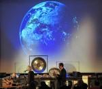 Klangexperten und Musiker präsentieren bei dieser Reise um die Welt mehr als 20 verschiedene Instrumente.