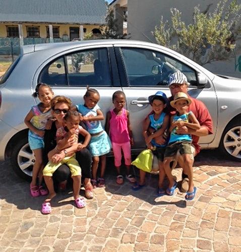 Unterwegs mit den Kindern aus Südafrika: das Ehepaar Katharina und Horst Stuiber.
