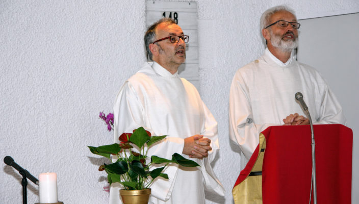 Pastoralreferent Alfred Schott, links, und Diakon Andreas Demmel zelebrierten den Gottesdienst gemeinsam.