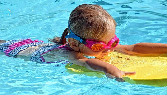 Je eher, desto besser gilt für das Schwimmenlernen.
