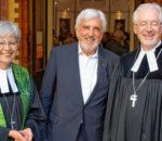 Peter Selensky (Mitte) wurde im Rahmen eines Gottesdienstes mit Dekanin Hanna Wirth und Diakoniepräsident Michael Bammessel verabschiedet.