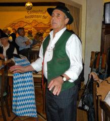 Gstanzlsänger Sepp Schweiger ist im Vogtareuther Hof mit von der Partie. Foto: re