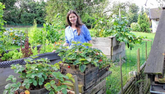 Vroni Lutz im heimischen Garten. Foto: von Liel