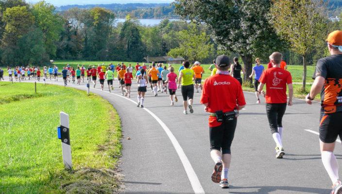 Eine Veranstaltung für alle Altersgruppen ist der Simssee- Halbmarathon. Foto: Hans Munz