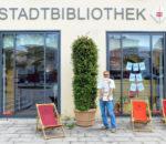 Stapelweise Urlaubslektüre gibt es in der Stadtbibliothek Rosenheim.