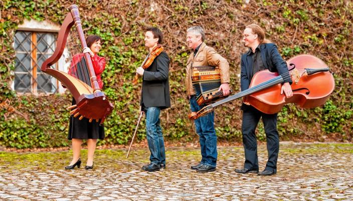 """Das Quartett """"fesch & resch"""" hat sich der bayerischen Volksmusik verpflichtet."""