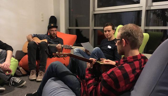 Hier werden Talente entdeckt! Der Songwriting-Workshop bietet die Grundlage für die Kunst des Liederschreibens.