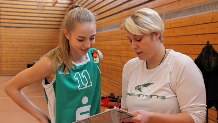 Sophie Perner (links) und Trainerin Corina Kollarovics