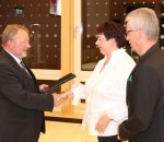 Der stellvertretende Landrat Josef ehrte Sigrid und Dirk Scholz für ihr großes Engagement. Foto: re