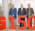Glückwünsche zum 150-jährigen Jubiläum der Sparkasse in Bad Aibling überbrachten dem Vorstandsvorsitzenden Alfons Maierthaler (Mitte) Landrat Wolfgang Berthaler (links) und Bürgermeister Felix Schwaller.