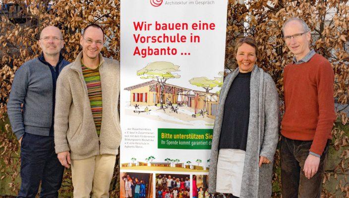 Eine tolle Leistung beim Spendensammeln, von links: Stefan Guggenbichler, Christoph Vorderhuber, Elke Hamberger und Armin Stiegler.