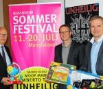 Zweiter Bürgermeister Anton Heindl (links), Thomas Greiner von 101 Entertainment und Christian Ehinger von der Stadt Rosenheim (rechts). Foto: Albert Goike