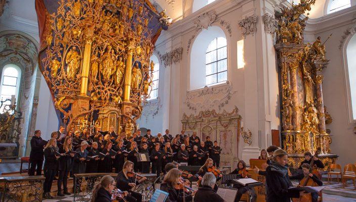 Saint-Saens Weihnachtsoratorium erzeugt eine Atmosphäre der Innerlichkeit und Versenkung, dem Publikum nahegebracht vom Chorkreis St. Quirinus und den Solisten.