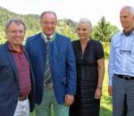 Oberbürgermeisterin Gabriele Bauer, Landrat Wolfgang Berthaler (Zweiter von links) und Geschäftsführer Günther Pfaffeneder (rechts) begrüßten Professor Dr. Josef Stadler, den neuen Chefarzt der Klinik für Allgemein-, Gefäß- und Thoraxchirurgie.