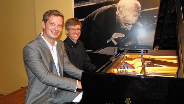 So sehen Sieger aus: Leopold Betzl (links) und Thomas Schuch freuen sich über ihre Steinway-Förderpreise Klassik und Jazz 2014. Foto: fl