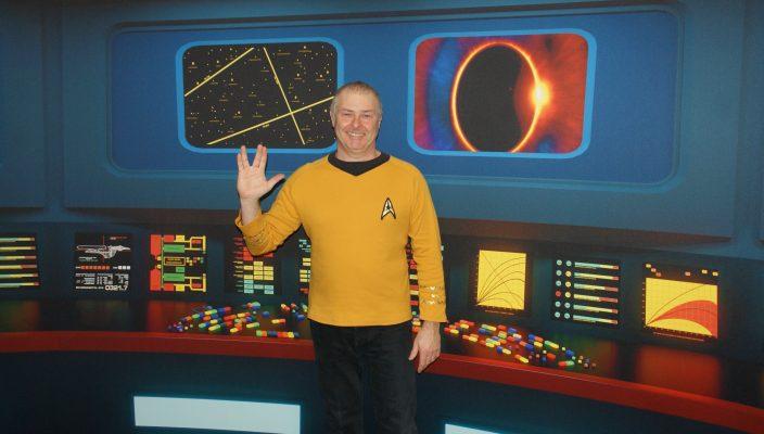 Der Referent Prof. Dr. Hubert Zitt auf der Brücke der USS Enterprise. Foto: Klaus Ruffing