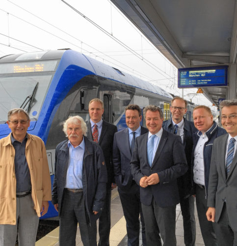 Die Abgeordneten Klaus Stöttner (Vierter von rechts) und Otto Lederer (rechts) informierten sich vor Ort.
