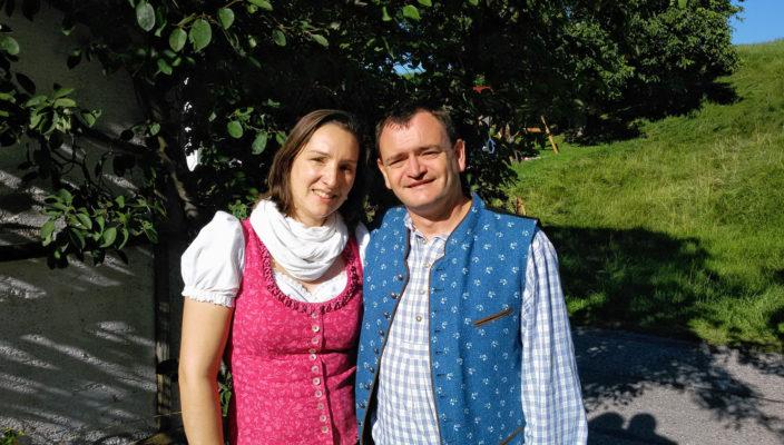 Monika und Thomas Mitterberger sind glücklich über ihre Stromrechnung!