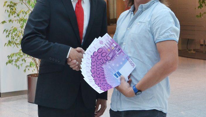 Was für ein Glück! Der Student gewann 10 000 Euro.