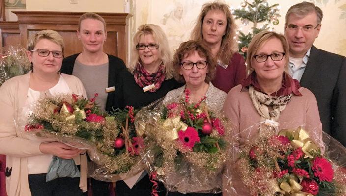 Von links bei der Ehrung: Gabriele Krüger, Marina Lovrekovic, Monika Ginzel, Angela Frackenpohl, Inge Fuchs, Rosemarie Mitterer und Dr. Fritz Sutor.