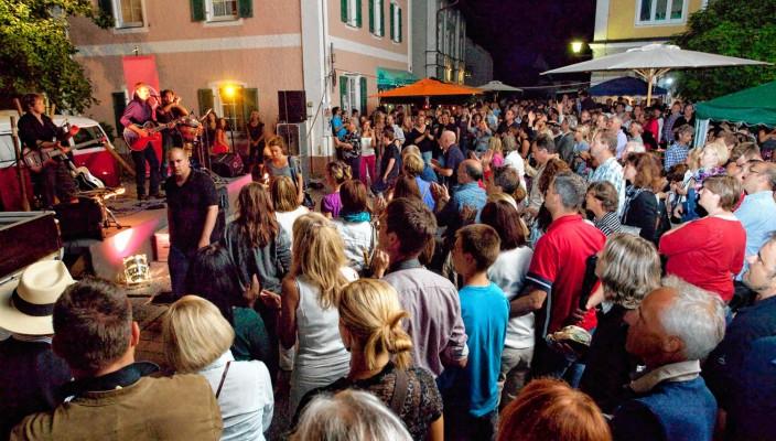 Der Eintritt für das Musikfestival ist kostenlos. Das Musikprogramm steht auch auf www.swinging-prien.de.