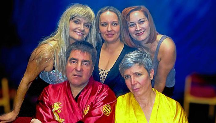 Im Ensemble des TAM-Ost spielen Simone Granowski-Heinke, Claudia Loy, Mirjam Bertagnolli, Stefan Hanus und Monique Nägele. Foto: fkn
