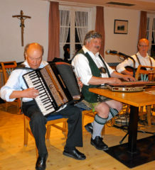 Wiggerl Popp und Klaus Taubenberger spielen auf.