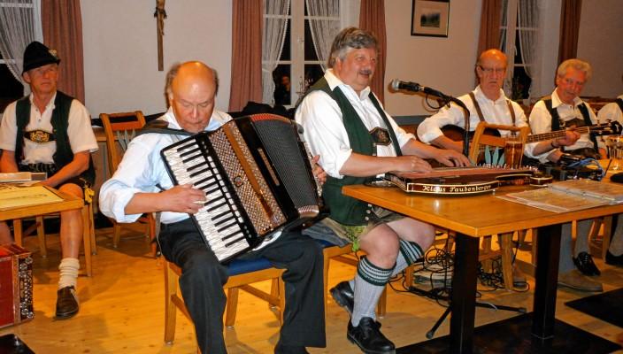 Das Taubenberger-Trio spielt auf.