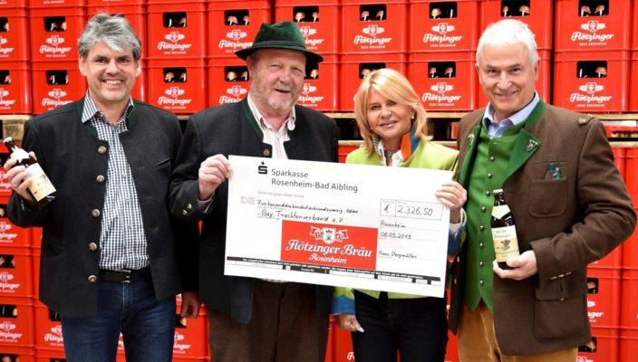 Große Freude bei allen Beteiligten! Von links sind zu sehen: Wolfgang Dichtl, Walter Weinzierl, Marisa Steegmüller und Andreas Steegmüller-Pyhrr. Foto: hö