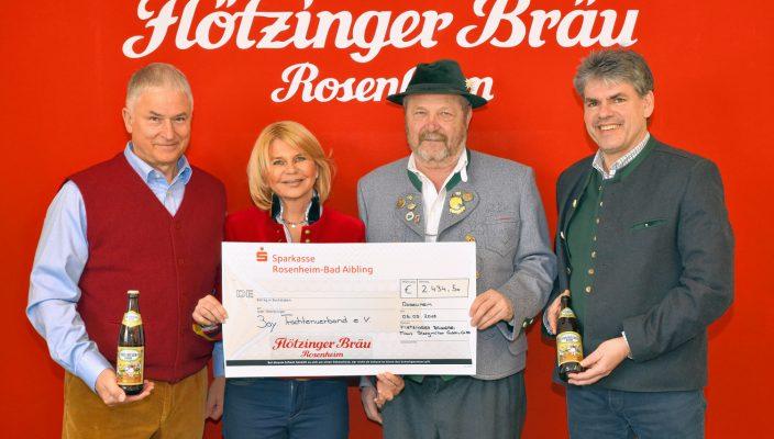 Von links sind zu sehen: Andreas Steegmüller-Pyhrr mit seiner Frau Marisa, Walter Weinzierl und Wolfgang Dichtl (Prokurist).