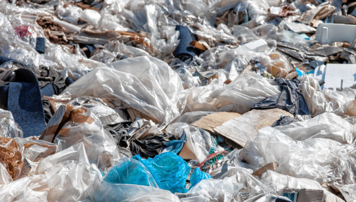 Abermillionen von Plastiktüten stellen eine ernste Umweltbelastung für Generationen dar.