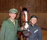Ab sofort im Rentnerstress – Dienstpferd Valentin mit Polizeireiter Robert Staber und der neuen Besitzerin Margot Schaber.